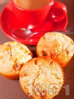Мъфини с кокос и сушени плодове - снимка на рецептата